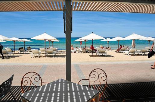 La remodelación de estos balnearios, unida al cambio de las sombrillas y hamacas, han dotado al lugar de mayor nivel.