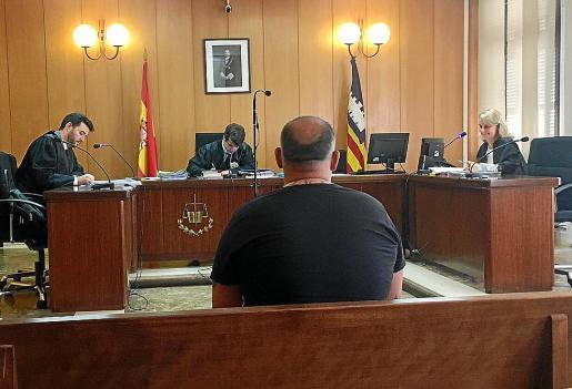 Francisco Tomás Fernández, 'El Ico', en los juzgados de Vía Alemania.