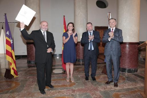 El embajador entrega el acta de nombramiento a Roig ante Armengol y el cónsul ruso en Barcelona.