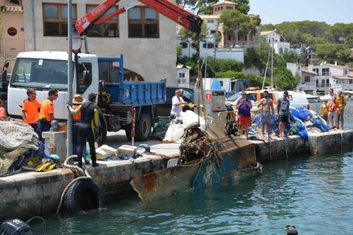 Extraen hasta 3.000 kilos de residuos en aguas de Cala Figuera.