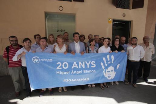 El PP balear rinde homenaje a Miguel Ángel Blanco con un minuto de silencio.