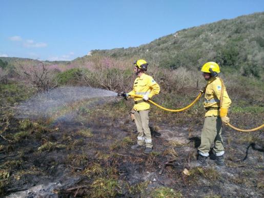 Miembros del Ibanat en un incendio.