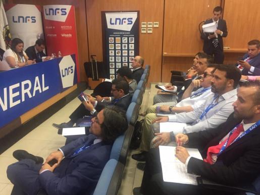 Miquel Jaume y José Tirado en la asamblea de la LNFS.