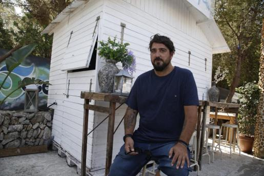 El cantautor Antonio Orozco, en su restaurante del Mal Pas, en el municipio de Alcúdia.