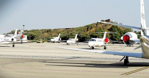 La plataforma asignada a Aviación General está al completo desde hace semanas en el aeropuerto de Palma.