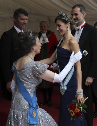 El Rey Felipe VI y la Reina Letizia junto a Wendy Parmely, mujer del lord mayor de Londres, Andrew Parmley.