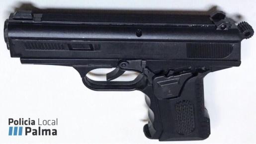 Este es el arma que empleó el hombre detenido.