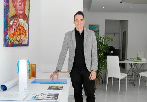 Con tan solo 24 años, Sergio Bonnín ha abierto una inmobiliaria que pretende ser diferente.