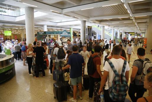 Imagen de aeropuerto de Son Sant Joan, saturado.