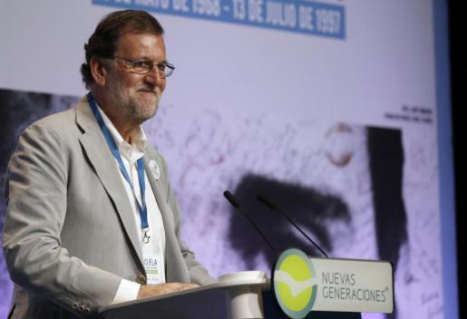 El presidente del Gobierno y del Partido Popular, Mariano Rajoy, durante su intervención en la jornada inaugural de la Escuela Miguel Ángel Blanco, organizada en Bilbao por Nuevas Generaciones del PP.