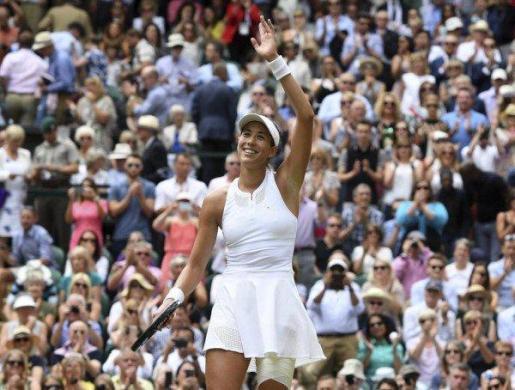 Garbiñe Muguruza se convirtió este sábado en la segunda española en lograr el título en Wimbledon al derrotar en la final a la estadounidense Venus Williams por 7-5 y 6-0 en una hora y 17 minutos, en una gran exhibición final de poderío para sumar el segundo título del Grand Slam de su carrera.