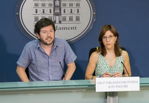 Podemos insiste en prohibir el alquiler turístico en el centro de Palma e Ibiza.