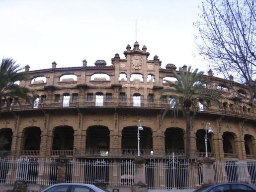 Denuncian «el peligroso estado» de la plaza de toros de Palma.