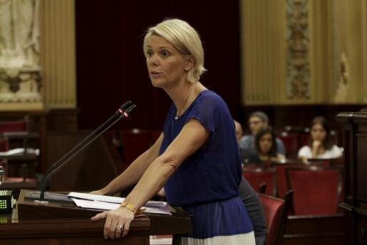 Imagen de Aina Aguiló durante un pleno en el Parlamento Balear.