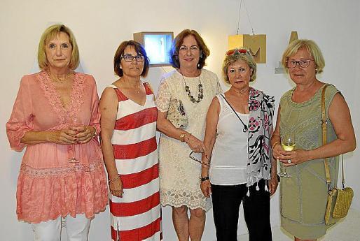 Joana Carbonell, Isabel Mas, Maria Magdalena Marimón, Isabel Oliver y Catalina Riera.
