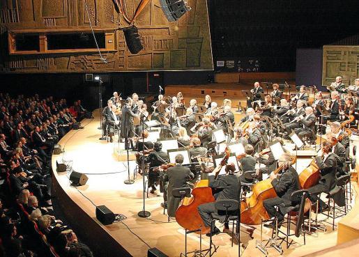 La Orquestra Simfònica de Balears, en una imagen de archivo tomada durante una actuación en París.