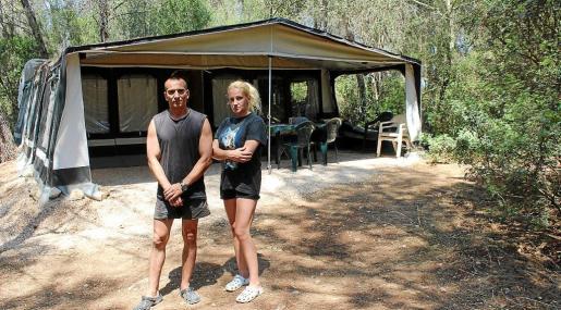 Victor Tsanchev y Kremena Marinova siguen viviendo en sa Comuna, aunque en abril de 2016 se desalojaron las caravanas.
