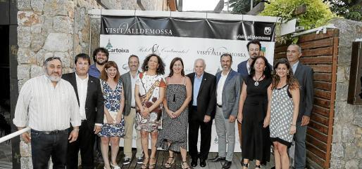 Las autoridades municipales y autonómicas en Costa Nord.