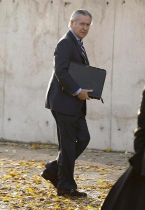 Miguel Blesa a su llegada a la sede de la Audiencia Nacional de San Fernando de Henares, durante el juicio contra los expresidentes de la entidad Caja Madrid.