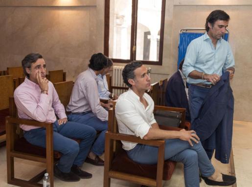 Los hermanos Ruiz-Mateos, durante el juicio en la Audiencia.