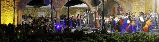 La Orquestra Simfònica de Balears, durante una actuación anterior en el Concert de la Lluna a les Vinyes, en la bodega Macià Batle