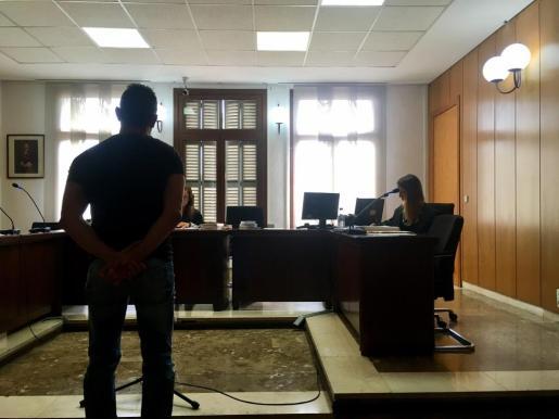Imagen del condenado durante el juicio.