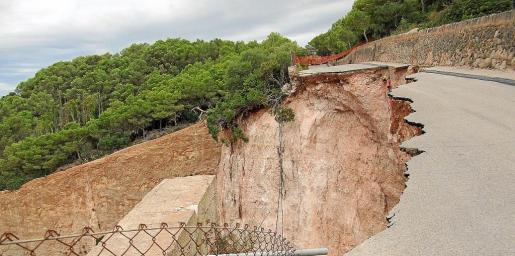En agosto de 2007, la actividad de la cantera provocó el desplome de un tramo de la carretera a Consolació.