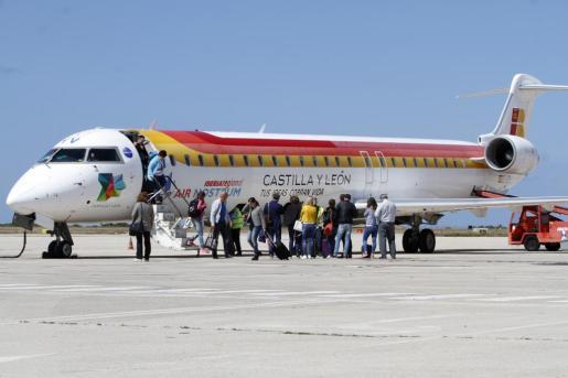 La compañía aérea Air Nostrum es la principal operadora de los vuelos interinsulares de Balears.