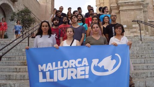 Miembros de Mallorca Lliure! este jueves en la presentación de la campaña soberanista.