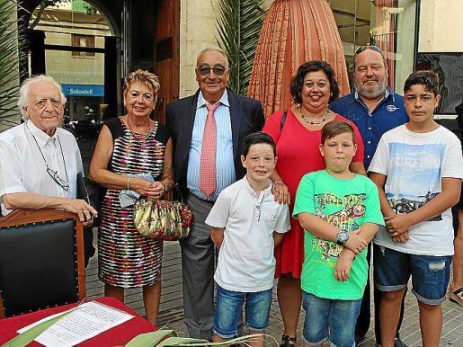 Guillem Muntaner, Margalida Socias, Miquel Segura, Maria de la Pau Segura, Arnau Seguí y los niños Andreu, Arnau y Miquel Seguí.