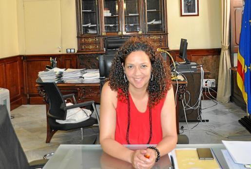 Catalina Cladera trabaja en su despacho en la consecución del nuevo Régimen Especial.