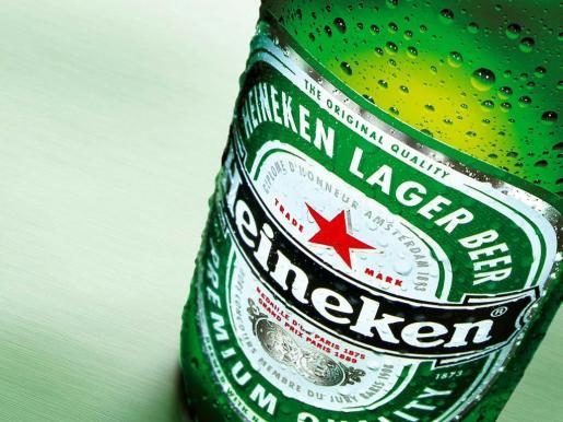 Un juez da la razón a Yoko Ono, que demandó a Heineken por la marca John Lemon.