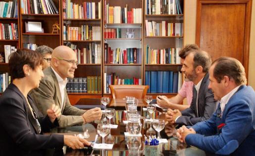 El conseller de Asuntos Exteriores de Cataluña, Raül Romeva, se ha reunido este viernes en Palma con el vicepresident del Govern Balear Biel Barceló.