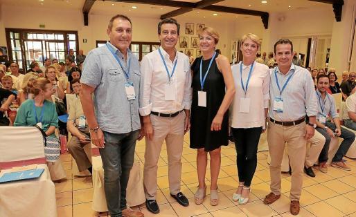 Los dirigentes Jeroni Salom, Biel Company y Toni Fuster alentaron a las dos candidatas, Marga Durán y Aina Aguiló, aunque el aparato apoya a la primera.