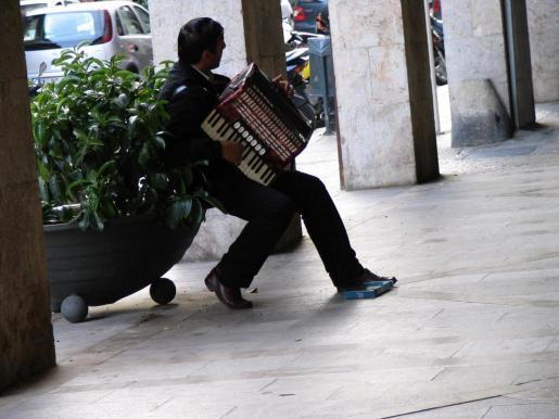 Un músico callejero en Palma.