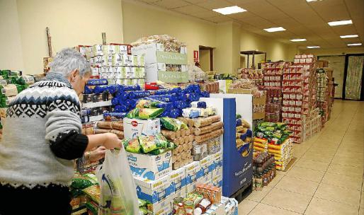 Muchas familias sin recursos piden la ayuda de entidades como Cáritas para poder comer y para poder pagar las facturas.