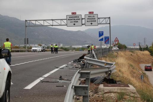 Un hombre y un niño de 14 años han fallecido y otras dos personas, entre ellas otro menor, han resultado heridas de gravedad en un accidente ocurrido la mañana de este domingo en la C-14 en Alcover (Tarragona).
