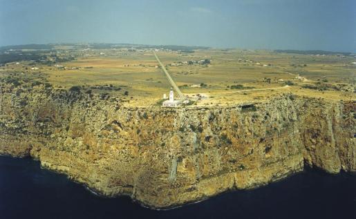 El faro que reina en las alturas de Formentera.