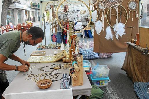 La Fira Nocturna ofreció un amplio abanico de productos artesanales y autóctonos.