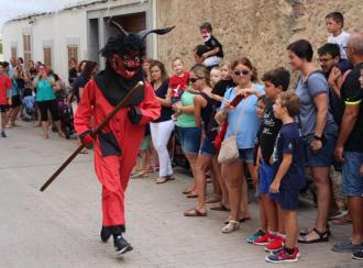 El Dimoni y los 'xeremiers' llenan de fiesta las calles del pueblo por Santa Praxedis
