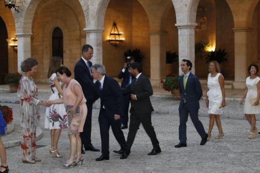 La familia real recibe cada año a las autoridades de la Isla en La Almudaina.