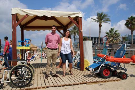 Representantes del ayuntamiento han presentado las novedades en materia de accesibilidad para el baño en las playas de Palma.