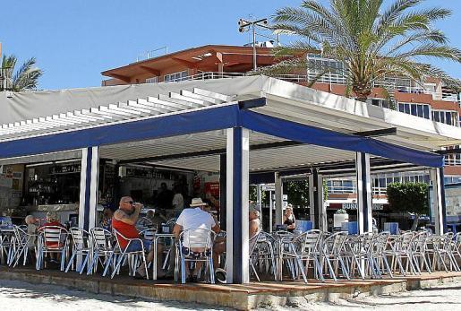 Ponent Dos, un sencillo chiringuito en la playa de Santa Ponça.