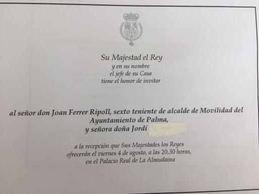 La Casa Real invita a la recepción a la 'señora doña Jordi...', marido del regidor de Mobilitat.