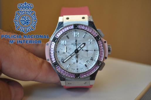 Imagen de uno de los relojes recuperados y que llevaba puesto uno de los detenidos.