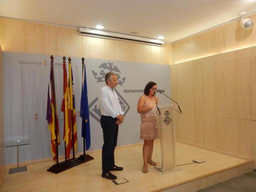 Joana Maria Adrover, regidora de Turismo, Comercio y Trabajo, presentando los nuevos proyectos de Fundació Turisme en el Ayuntamiento de Palma.