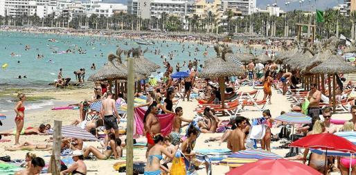 La evolución de la actividad turística en las Islas está superando todas las previsiones en visitantes y en su gasto.
