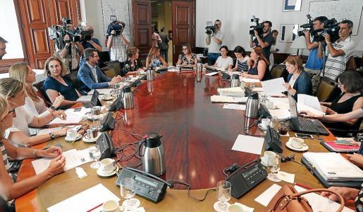 Miembros de los diferentes partidos, durante la reunión de la subcomisión del Congreso.