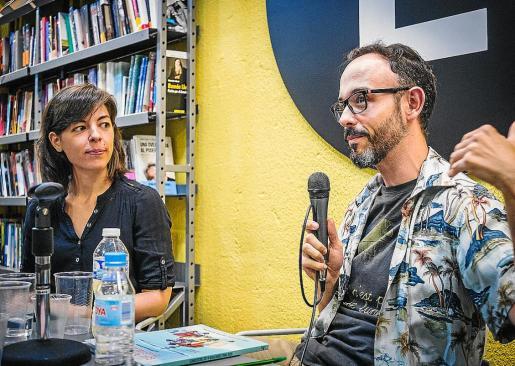 La ilustradora Flavia Gargiulo y el escritor y guionista Miguel 'Anómalo'.