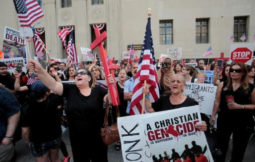 Protestas fuera de la corte federal de Detroit justo antes de la audiencia ante la demanda colectiva de ciudadanos iraquíes que se enfrentan a su deportación.